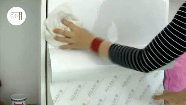 Jak nalepit samolepicí tabuli na zeď, video návod