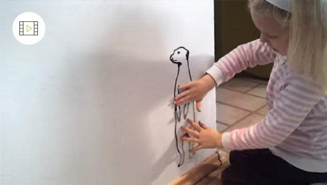 Jak nalepit malou samolepku na zeď, video návod