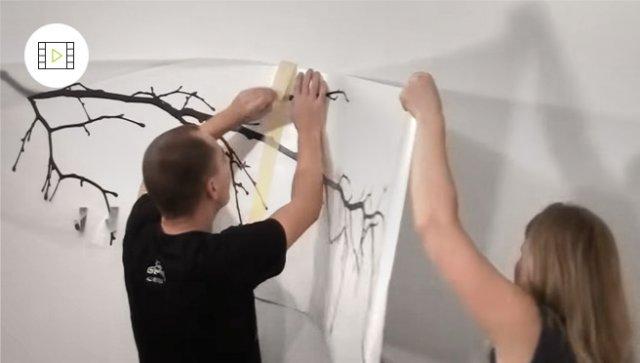 Jak nalepit velké samolepky na zeď, video návod